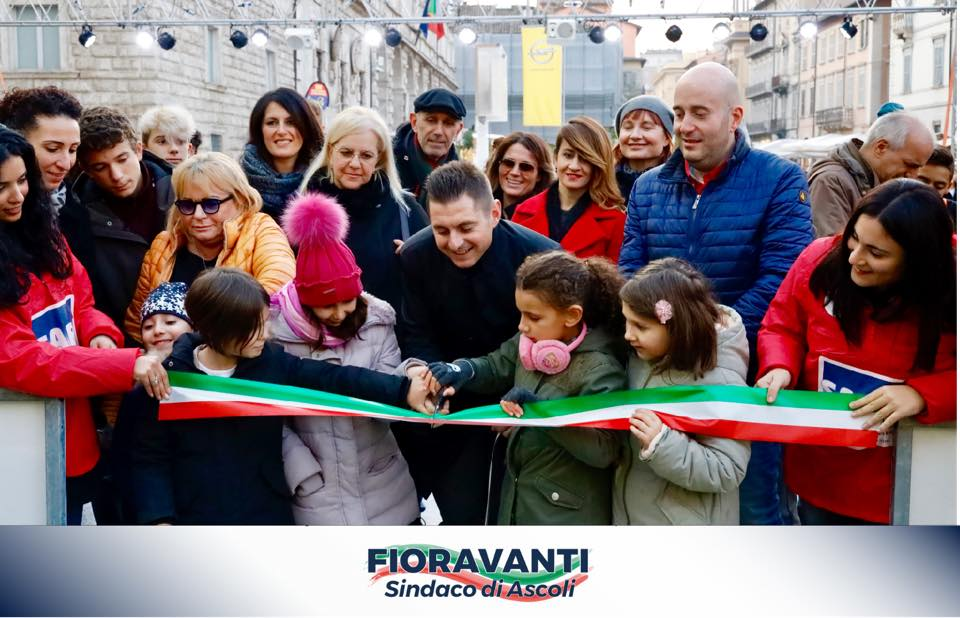 Inaugurato il Villaggio di Natale in Piazza Arringo