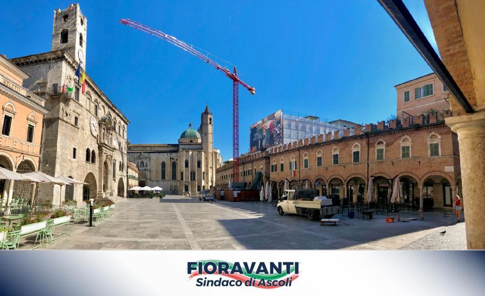 In Piazza del Popolo proseguono gli interventi di rimozione delle lastre di travertino divelte!