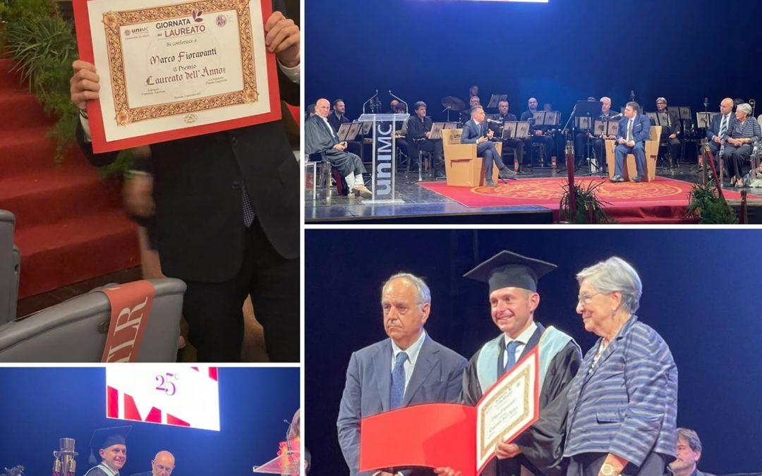 """È con immenso orgoglio che ho ricevuto oggi il premio """"Laureato dell'anno""""!"""
